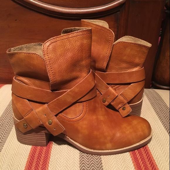 ugg elora short boot